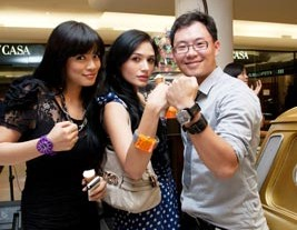 Titi Kamal, Eva Amin and Damien-Lim show off their Vabene watches.