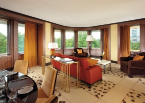 45_Park_Lane_Suite_sitting_room