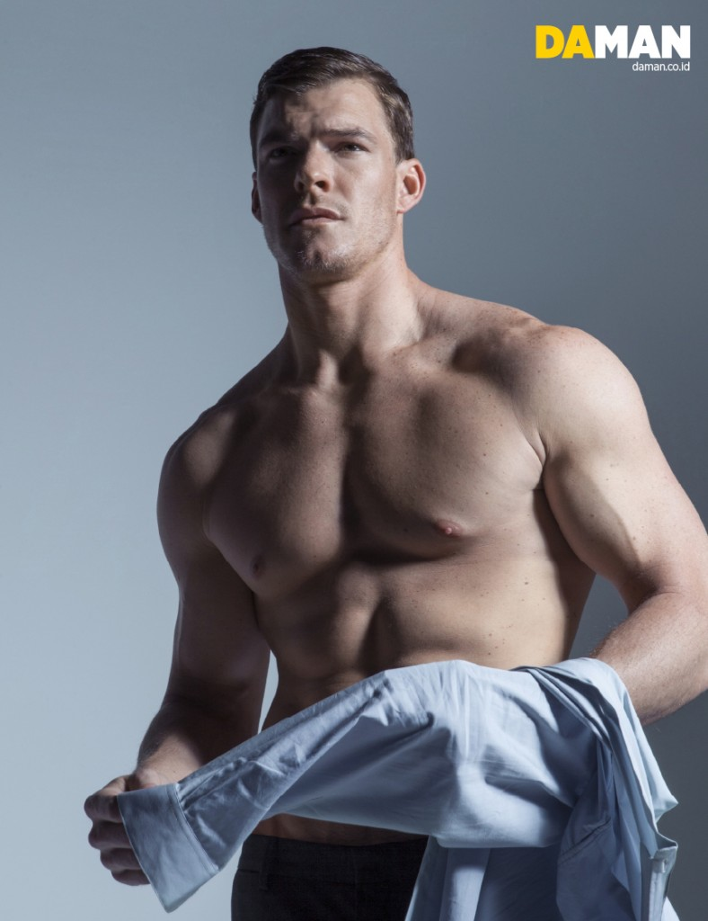 alan ritchson height