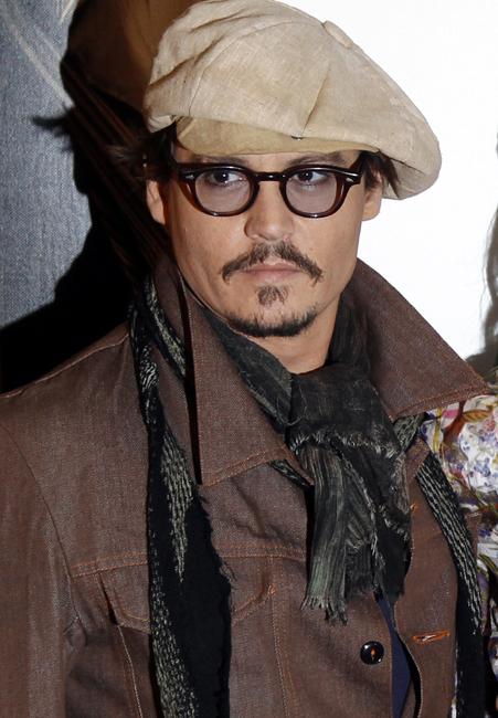 US actors Amber Heard (C) and Johnny Dep