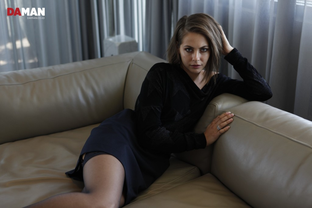 Outtake Willa Holland DA MAN-3