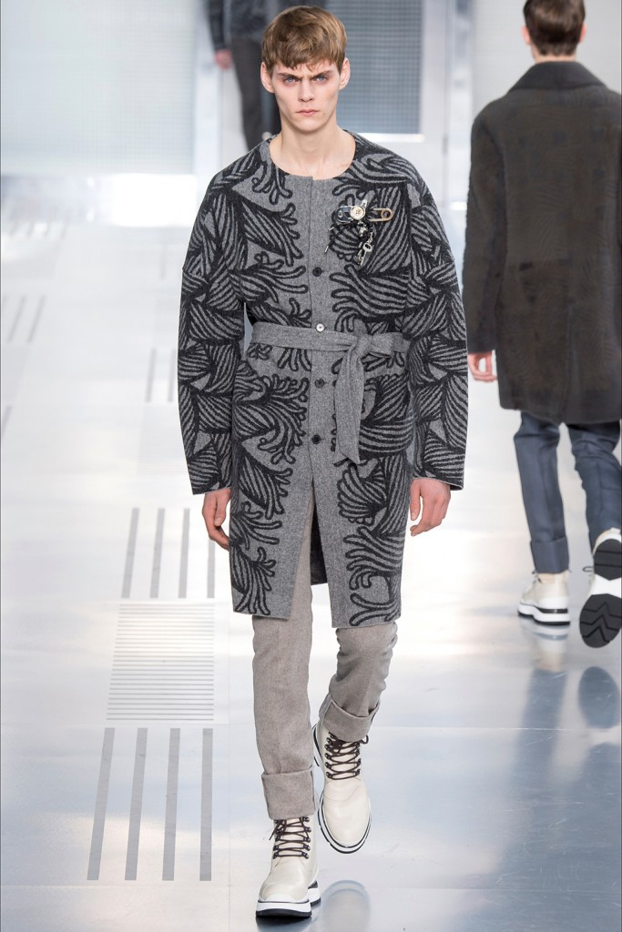 Fall/Winter 2015 Runway Trend: Louis Vuitton Belted Outerwear