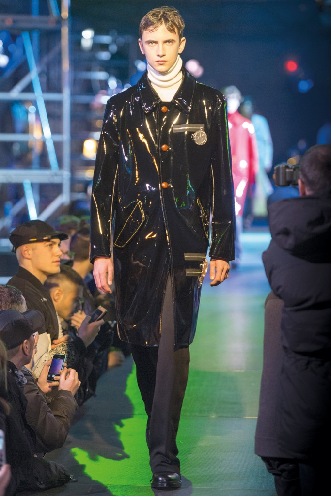 Fall/Winter 2015 Runway: Shiny Effects by Raf Simons