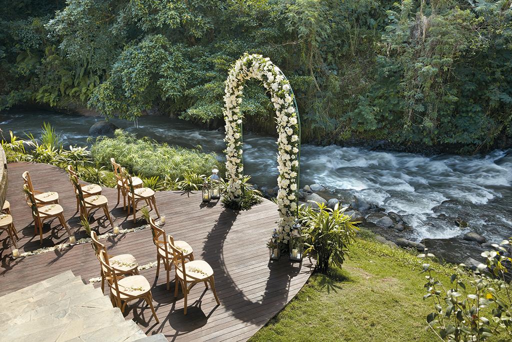 Riverside-In-Villa-Wedding