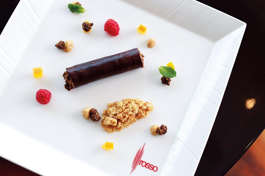 cioccolato e caramello crispy chocolate with caramel mousse and coffee crumble