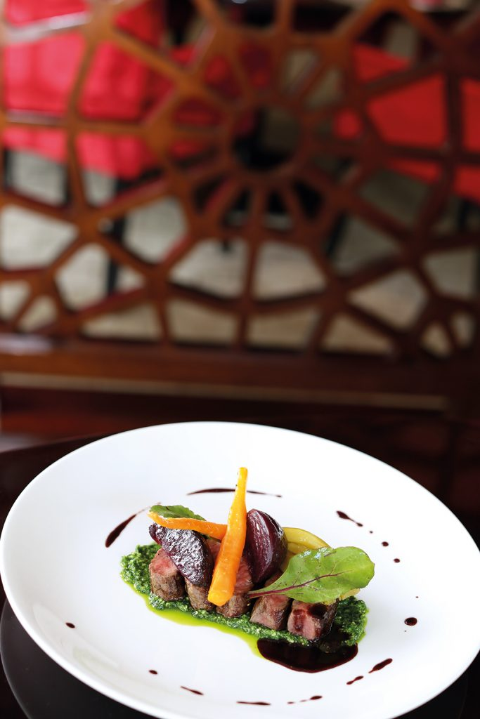 tagliata di manzo beef strip loin with rocket cream and caramelized baby vegetables