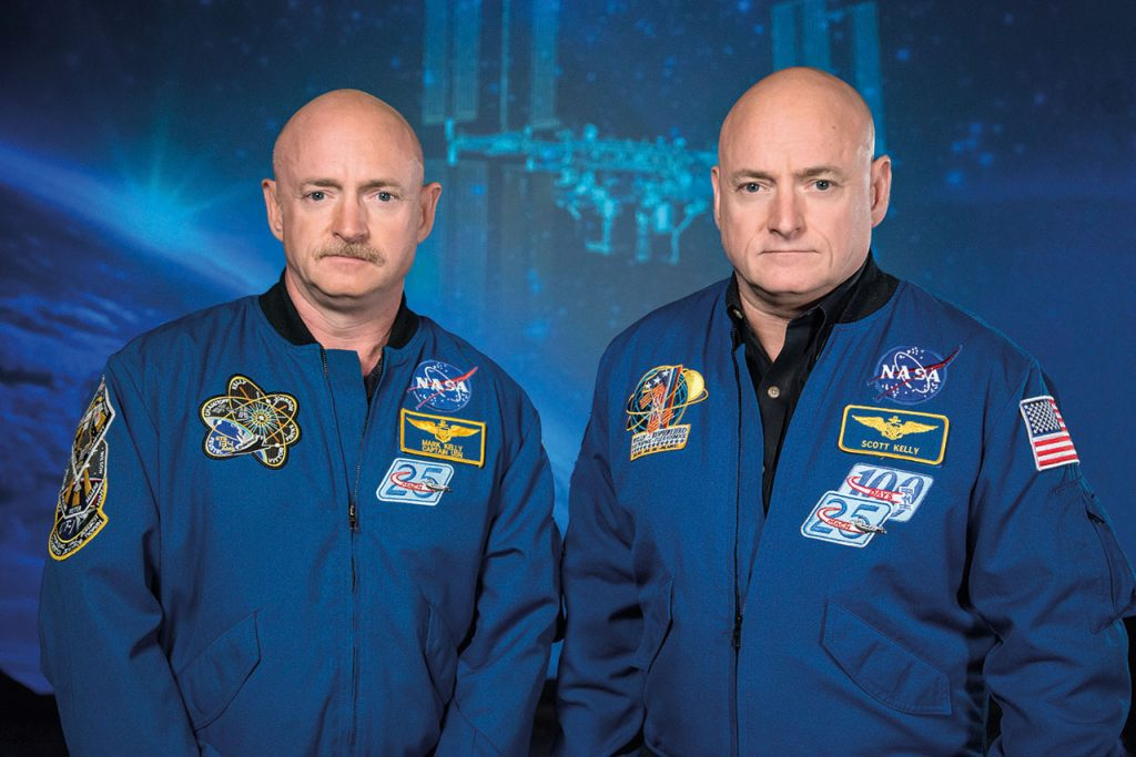 Mark_and_Scott_Kelly_at_the_Johnson_Space_Center,_Houston_Texas