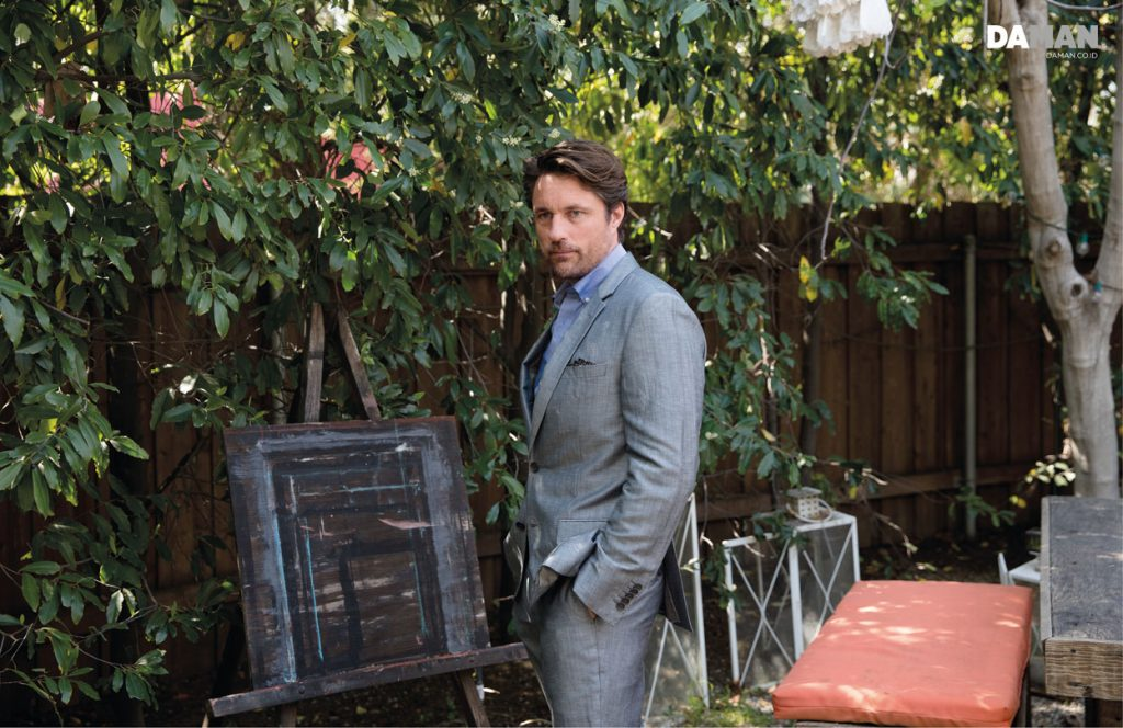 OUTTAKES_Martin Henderson Grey's Anatomy in Suit by hugo Boss shirt by Ben Sherman pocket square by o'harrow clothiers belt by greyhound-small
