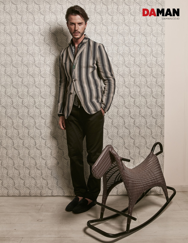 SANTI WAINE IN HERMES_reversible jacket in cotton jacquard_shirt in navy voile with rameaux print_black slim trousers_milano moccasin shoes-2