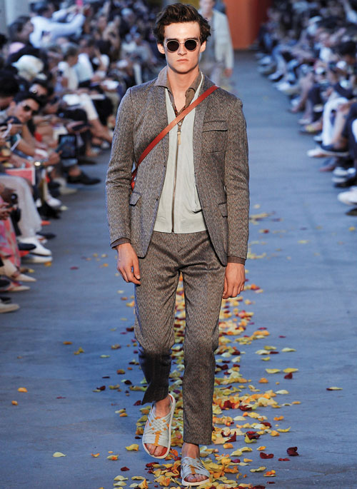 DA MAN Style Milan Fashion Week Spring Summer 2016- Calvin klein Collection's Velcro-ed jackets and pants-small