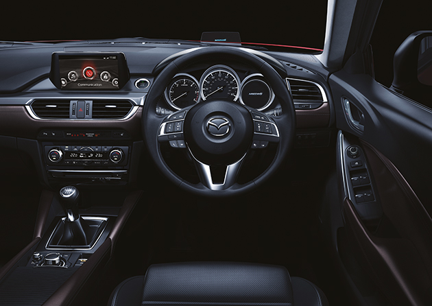 MAZDA6_CUT085_MME_UK_HIGH_SDN_DE_MT_1104