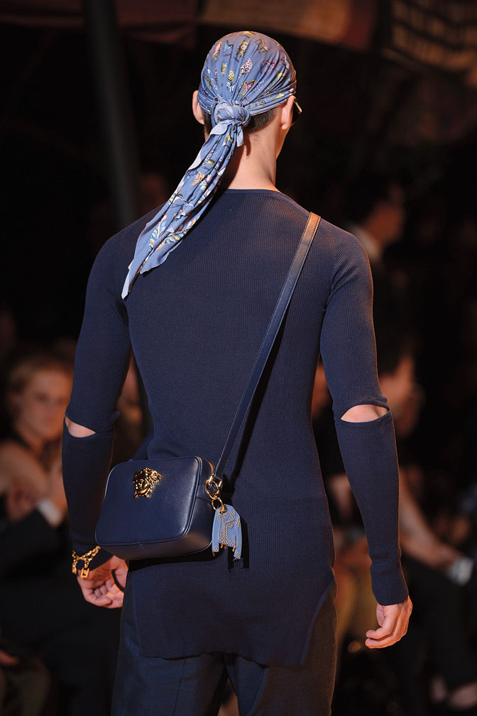 Versace spring-summer 2016 a small sling bag with a catchy bag charm-exclusive interview da man style-small