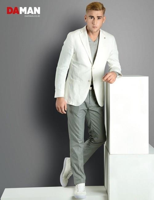 Models Felipe Izing, Rodolfo Rodriguez Silva, Tony Hernandez in Outfit by Massimo Dutti, shoes by Mario Minardi