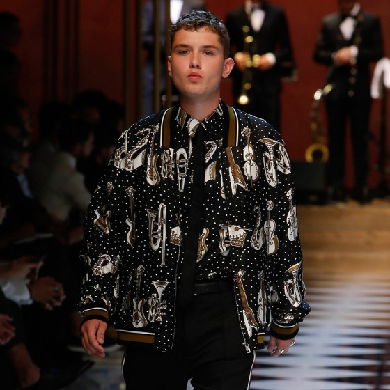 dolce-gabbana-ss17-mens-fashion-show-millennials-celebrities-Rafferty-Law-560x560