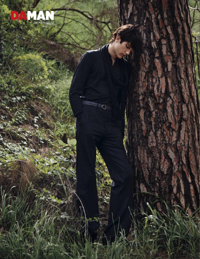 Sam Evans in DA MAN Modern Souls; outfit and scarf by Bottega Veneta, belt by Prada