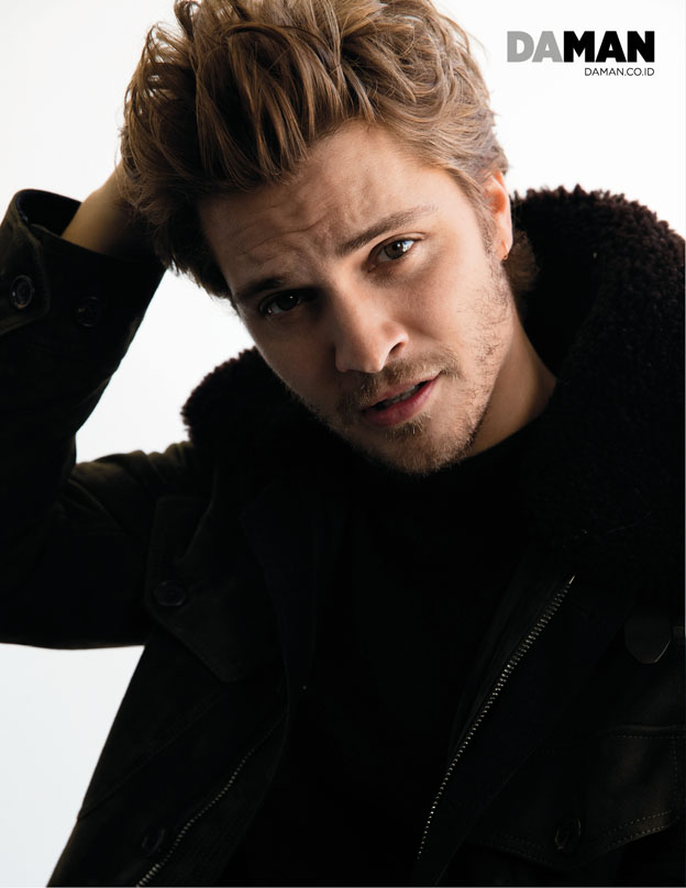 72p_LUKE GRIMES of Magnificent Seven and Fifty Shades of Grey in Burberry_Outtakes_3