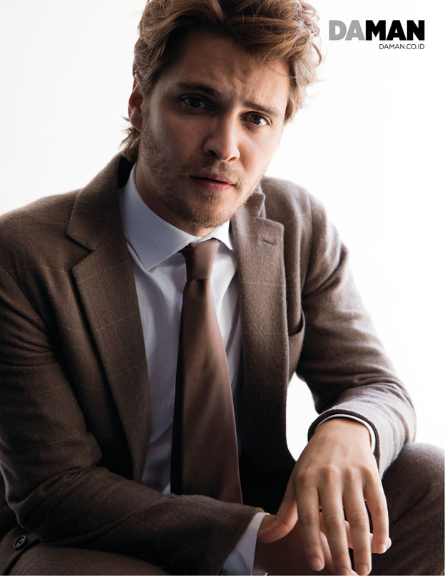 72p_LUKE GRIMES of Magnificent Seven and Fifty Shades of Grey in Outfit by Ralph Lauren_Outtakes_7