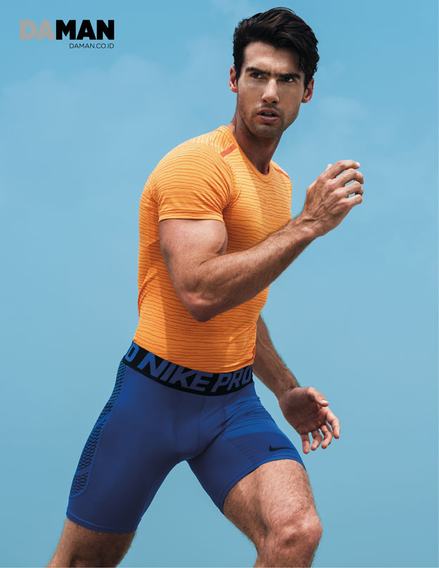Outtake Mitchell Wick in T-shirt and compression shorts by Nike