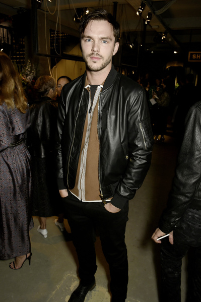 Burberry September 2016 Collection - Arrivals