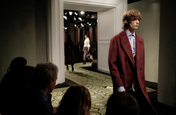 Burberry's First Seasonless Collection Gives New Meaning ...
