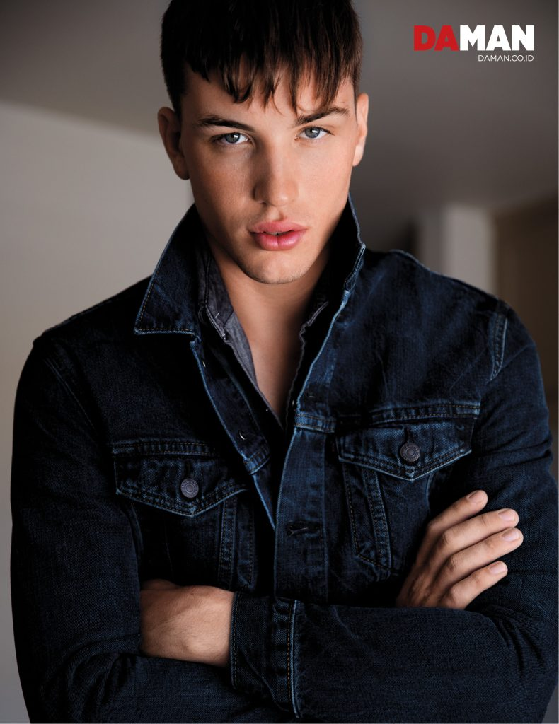 Model Benjamin Wall for DA MAN Online in Outfit by Levi's