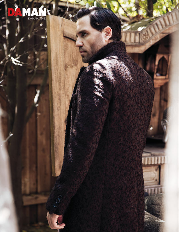 OUTTAKE_Edgar Ramirez The girl in the Train, Hands of Gold, Gold in Outfit by Boss by Hugo Boss