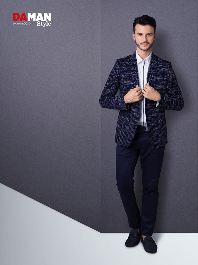 How to wear a printed blazer