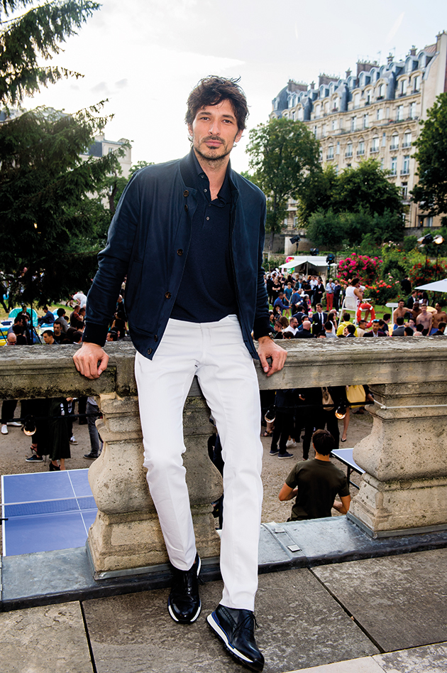 how to pull off white pants this season