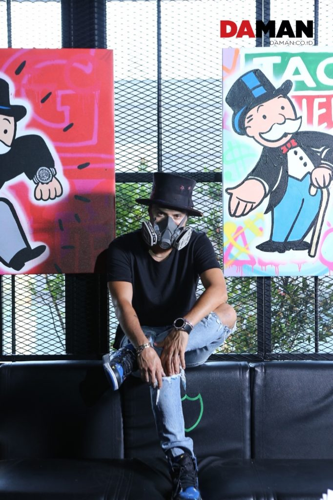 d43c02b5db69 Alec Monopoly  I express myself with colors. I use a lot of the bright  colors and I use characters that people identify with my self ...