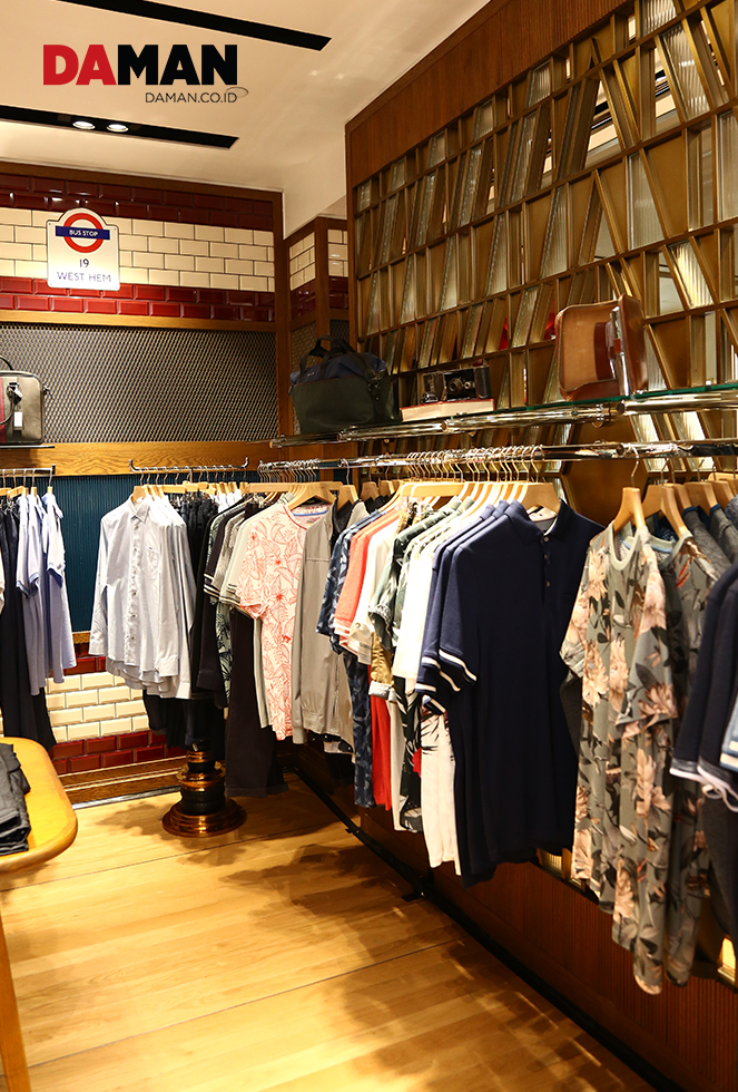9f53c7eafc51 The Ted Baker London store in Plaza Indonesia is designed like the iconic  London bus.
