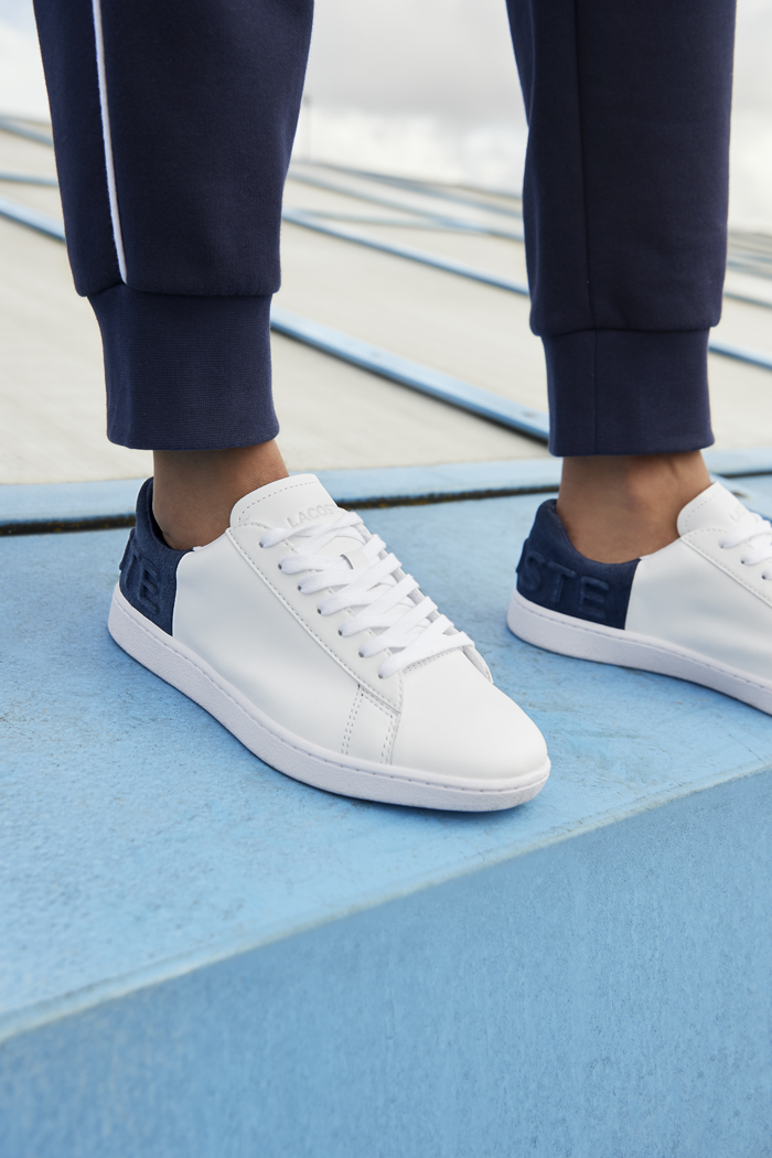 3cb36c965a290 Inspired by the understated elegance and athletic grace of the game, the  Carnaby Evo takes the iconic Lacoste croc confidently into a new season.