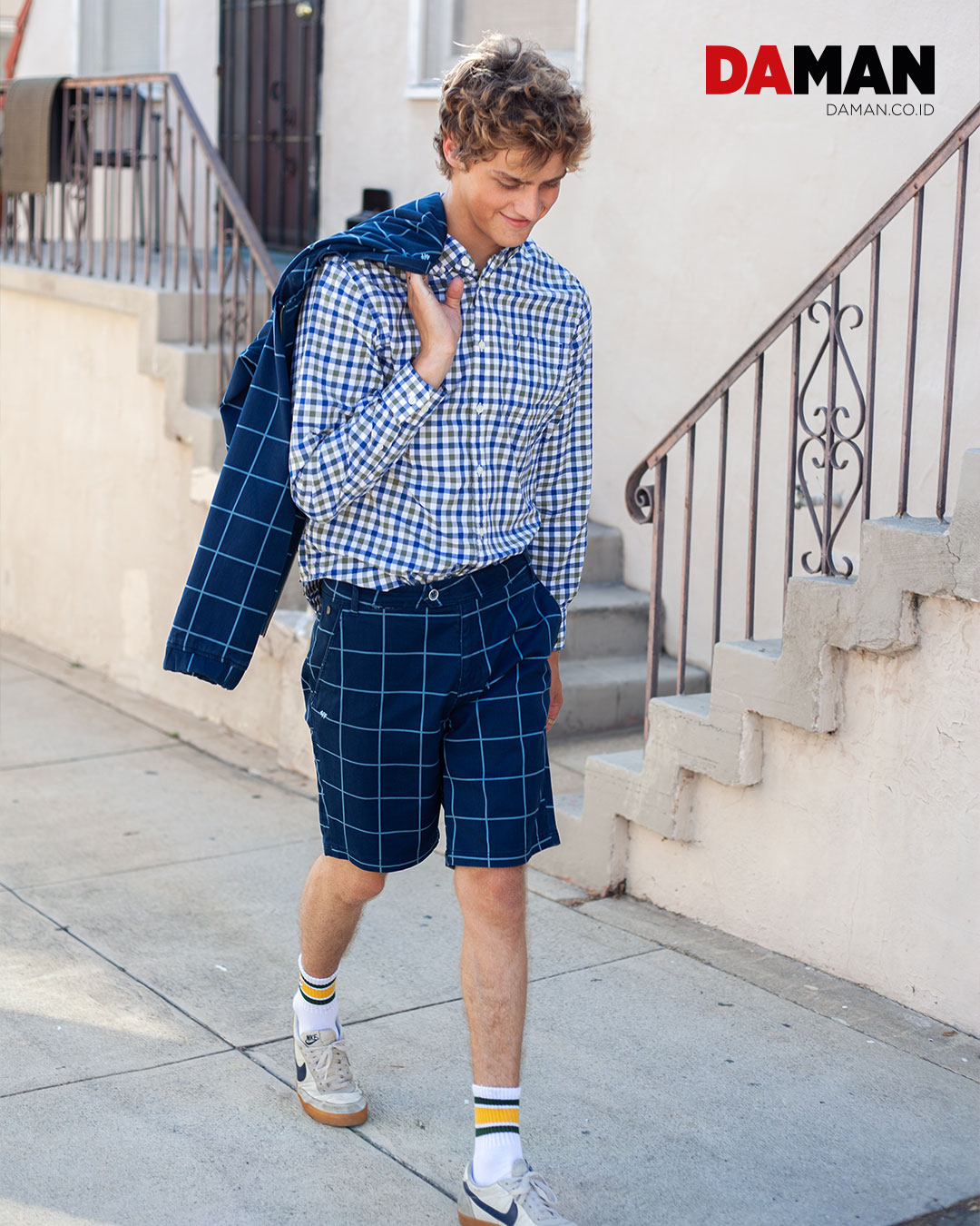 4 Funky Flavours - suit Rupert & Buckley - shirt Sock It Up - socks Nike - sneakers