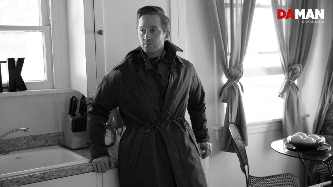 Coat by Zara, jacket and jeans by Scotch & Soda, scarf by Eton